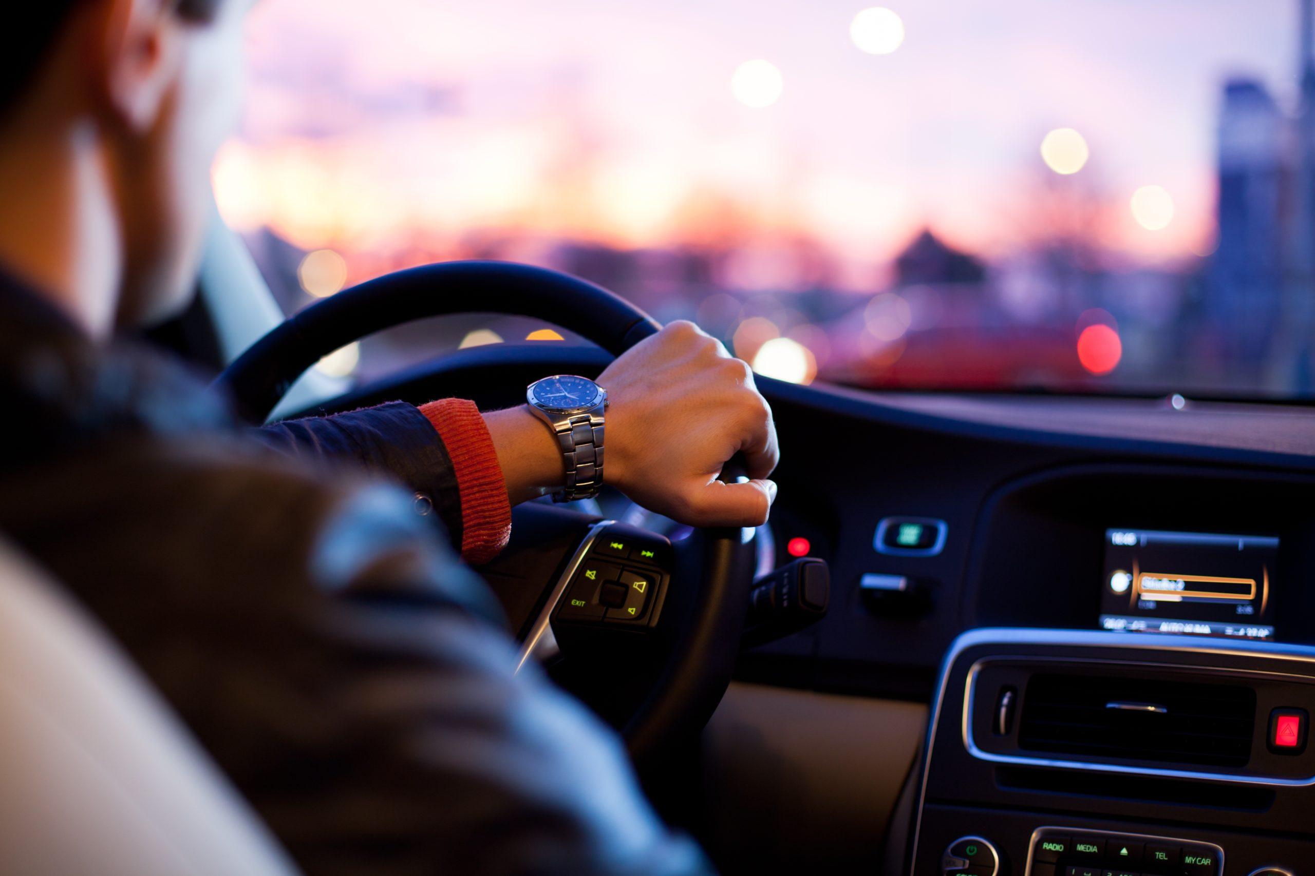 「長距離運転時の睡魔を撃退! 目覚まし楽曲6選」のアイキャッチ画像