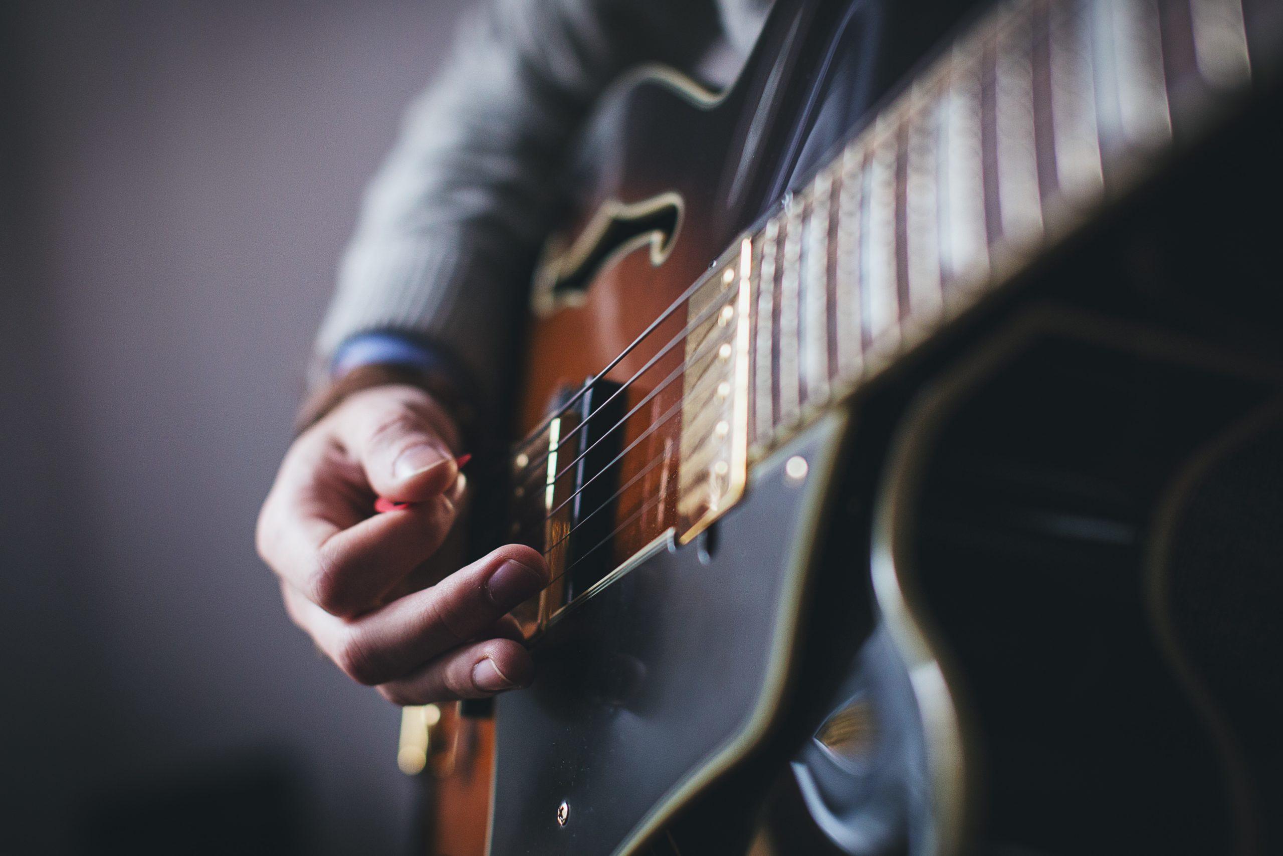 「弾けると自慢できる、ギターがかっこいい曲6選 <初心者〜中級者向け>」のアイキャッチ画像